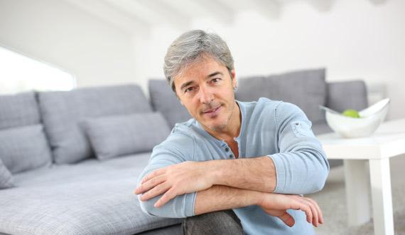 Homme ayant besoin de rééducation pénienne après opération prostate